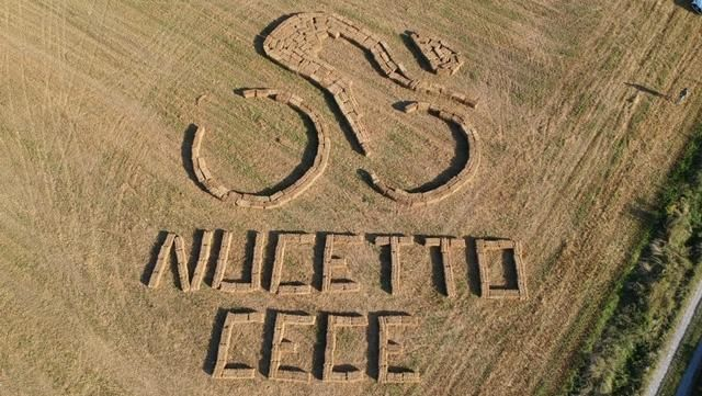 Con una grande scritta in un campo Nucetto accoglie la Milano-Sanremo