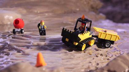 Grotte di Pertosa Auletta: così i mini Lego modellano la caverna durante la notte