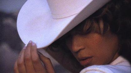 """Beyoncé, verso i 40 a cuore aperto: """"Ho sentito il peso di essere la spina dorsale della famiglia"""""""
