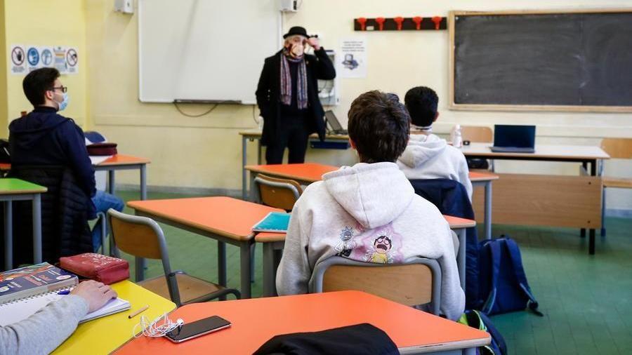 Stop alle lezioni nelle zone a rischio, arriva la nuova stretta sulla scuola