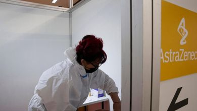Un intermediario dei vaccini: «Così grazie a un contatto in Irlanda ho proposto dosi Astrazeneca a Umbria, Puglia e Sicilia»