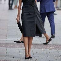 Letizia di Spagna insegna come indossare il tubino nero