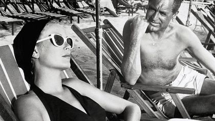 """Coco Chanel ha davvero inventato l'abbronzatura? Ecco come prendere il sole è diventato """"di moda"""""""