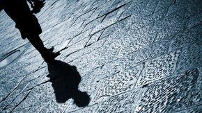 Va ad abitare sopra al parroco e lo perseguita. Arrestata a Ravenna stalker 47enne