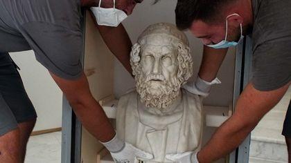Da Napoli a Procida il busto di Omero del Mann in mostra a Procida