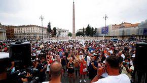 Roma: in piazza del Popolo in migliaia alla manifestazione contro il Green Pass