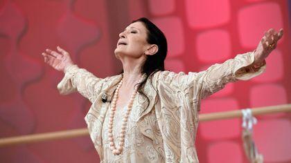 Carla Fracci, il ricordo con le più belle foto in scena