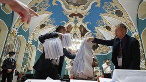 Elezioni in Russia, proiezioni: a Putin 240 seggi alla Duma su 450, ne perde 96