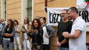Medico sospeso, protesta no vax davanti all'Ordine dei medici di Cuneo