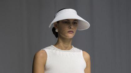 Total white o spezzato: la moda si tinge delle nuance della leggerezza