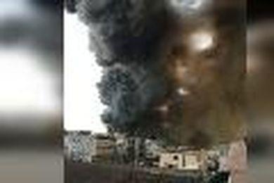 1be24c6af0878 Casoria, maxi incendio in un capannone di alluminio  la nube di fumo arriva  fino a Napoli - Video il Tirreno