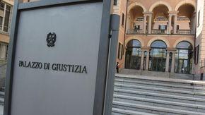 """Accoltella il """"cliente"""" che pretende troppo, quarantenne di Novara condannata a 2 anni"""