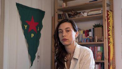 Il lockdown al quadrato della partigiana Eddi punita per aver combattuto contro l'Isis