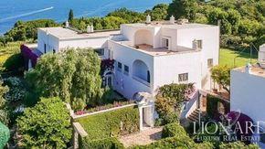 """Capri, solo 10 milioni di euro per aggiudicarsi la """"villa di Totò"""""""