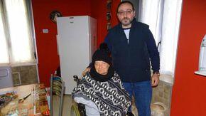 """Madre e figlio nelle case Atc: """"Noi restiamo al freddo per colpa di chi non ha pagato le bollette"""""""