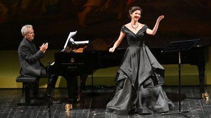 Sorpresa al Teatro Regio: spettatore duetta col soprano