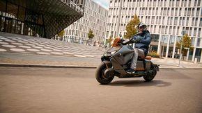 BMW CE 04, il primo di una lunga serie di scooter elettrici