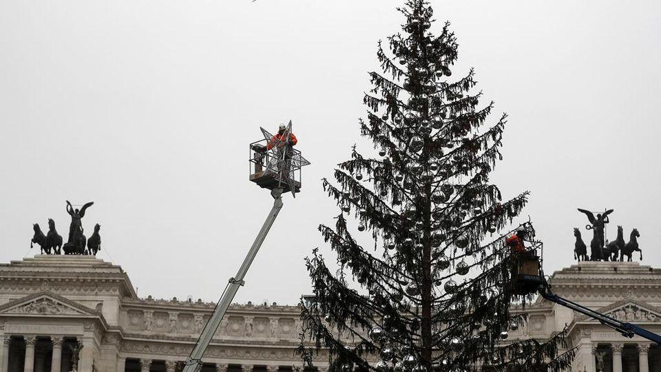 Albero Di Natale Roma.Dimenticate Spelacchio Quest Anno L Albero Di Natale Di Roma Sara In Streaming La Stampa