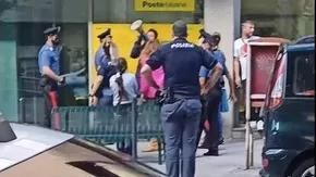 Trieste, lite all'ufficio postale: in caserma il candidato sindato Ugo Rossi, feriti due carabinieri
