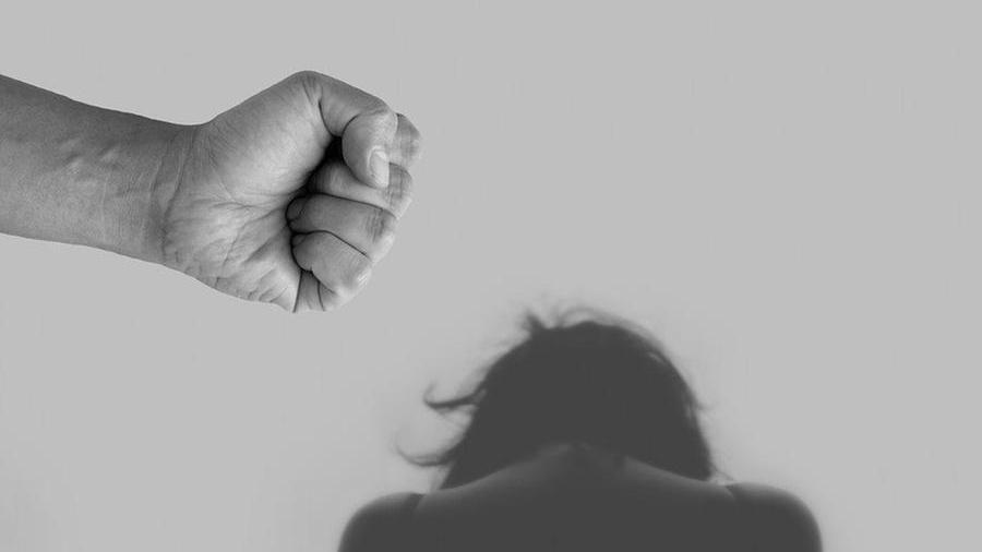 Violenza sulle donne: in Italia una vittima ogni 15 minuti, 88 al giorno - La Stampa - Ultime notizie di cronaca e news dall'Italia e dal mondo