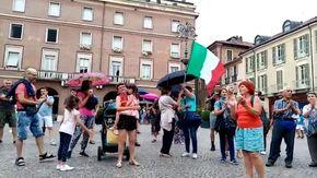 """I """"No green pass"""" in piazza San Secondo ad Asti"""