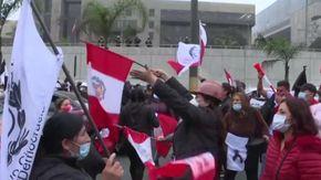 Perù, centinaia di cittadini in protesta contro il nuovo presidente Castillo