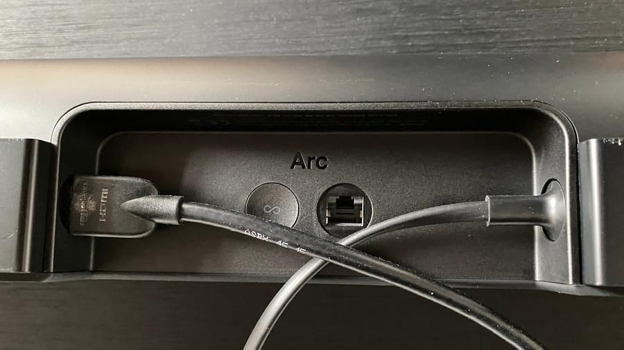 The back of Arc is essential: the socket for the power cable, the one for Ethernet and the input for an Hdmi Arc connection