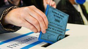 Elezioni amministrative, ultime ore di voto per i Comuni al ballottaggio: Alle urne fino alle 15