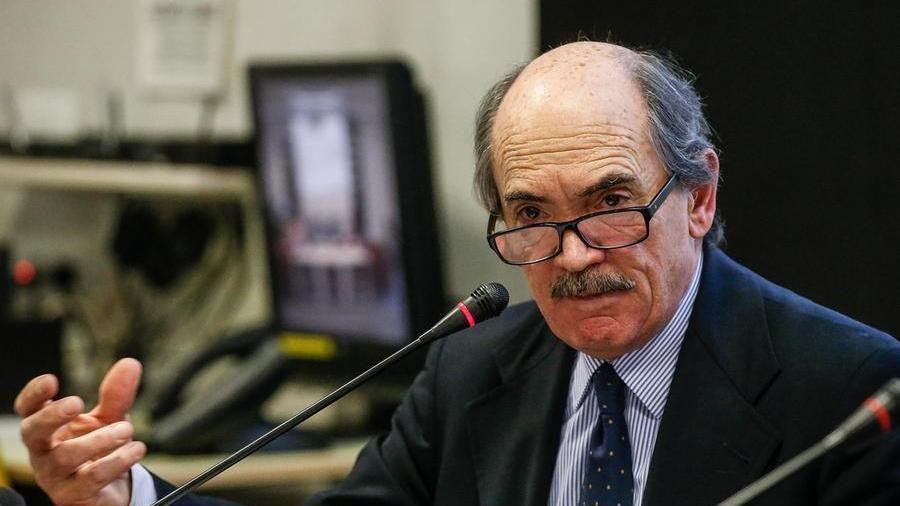 """Il Procuratore nazionale antimafia Cafiero De Raho: """"I servizi segreti  devono aprire gli archivi sulle stragi"""" - La Stampa"""