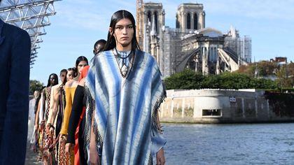 Chloé sfila a Parigi: la collezione PE 2022 vuole bene all'ambiente