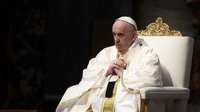 """Il monito del Papa: """"Per gli anziani c'è un'eutanasia nascosta"""""""