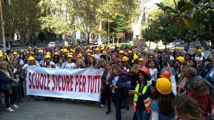"""A Roma la protesta nazionale dei presidi: """"Più investimenti per scuole più sicure"""""""