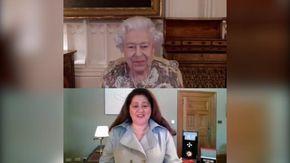 """La regina Elisabetta in videochiamata con la Nuova Zelanda si confonde: """"Buonasera"""" """"No, buongiorno"""""""