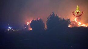 Bruciano i boschi intorno a Palermo, in azione due Canadair