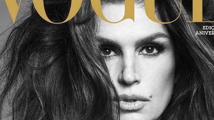 """Cindy Crawford a 55 anni posa per Vogue Brasil (quasi) senza veli: """"Maturità è potere!"""""""