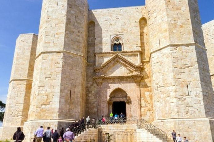 Guida al Ferragosto in Puglia, da Castel del Monte alle oasi