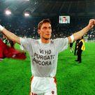 Appelli, sfottò e ricordi, l'album delle magliette di Totti