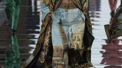 Dolce&Gabbana salutano Venezia con l'Alta Sartoria. E la grandine