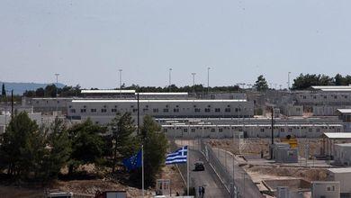 Filo spinato, telecamere, scanner. A Samos apre un nuovo campo profughi che sembra un carcere