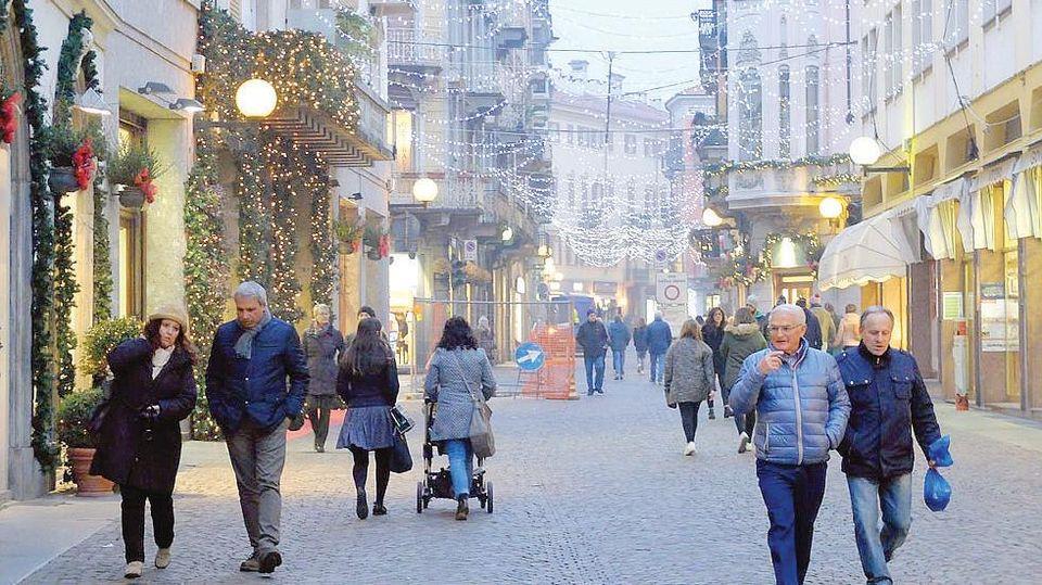 """La città diventa un outlet con le """"griffe"""" della moda - La Stampa"""