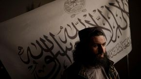Taleban, parla uno dei fondatori: «Il taglio delle mani è necessario per la sicurezza»