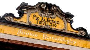 """Pio Albergo Trivulzio, chiesta l'archiviazione dell'inchiesta per le morti da Covid. I parenti: """"Elusa la domanda di giustizia"""""""