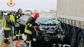 Auto contro un camion a Santhià, è grave un ventenne di Vercelli