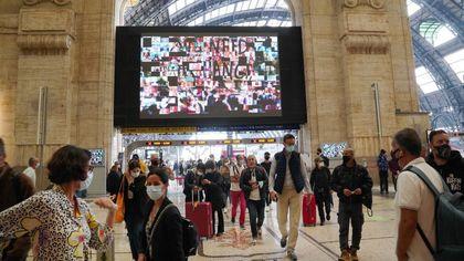 Milano, in Centrale il Climate wall del Wwf: metterci la faccia per salvare il pianeta