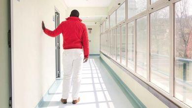 """""""Noi, sopravvissuti agli ospedali psichiatrici"""": viaggio tra i malati usciti dagli Opg"""