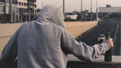 Alcol e pandemia, aumentano i consumatori e sono sempre più giovani: «I danni peggiori tra qualche anno»