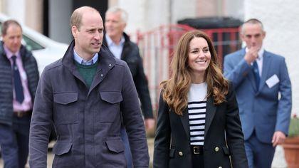 Kate Middleton: orecchini da 20 euro, sneakers etiche e altri dettagli dei look indossati in Scozia