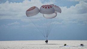 Rientrati con successo i primi 4 turisti spaziali della SpaceX, l'ammaraggio della loro navicella ieri nell'Atlantico