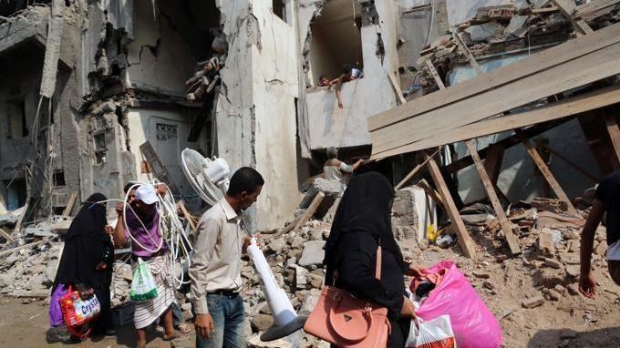 9a8995f865 Ad Aleppo hanno diritto, ogni tanto, quando una immagine ci sottrae alla  comoda scusa del non sapere, hanno diritto a un po' di attenzione.