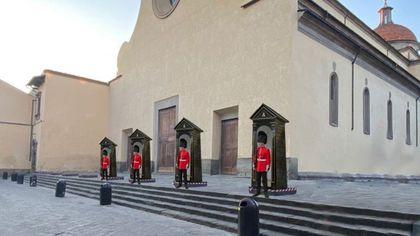 Firenze, dalle Guardie della Regina ai cannoni per criticare sui social i blocchi anti movida a Santo Spirito